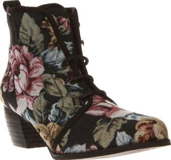 Red Or Dead Multi Exam Womens Boots Red or Dead pass their style Exam as they provide you with an A/W must-have. This feminine lace-up ankle boot features a man-made upper, decorated with colourful embroidered details. A 5.5cm block hee http://www.comparestoreprices.co.uk/january-2017-8/red-or-dead-multi-exam-womens-boots.asp