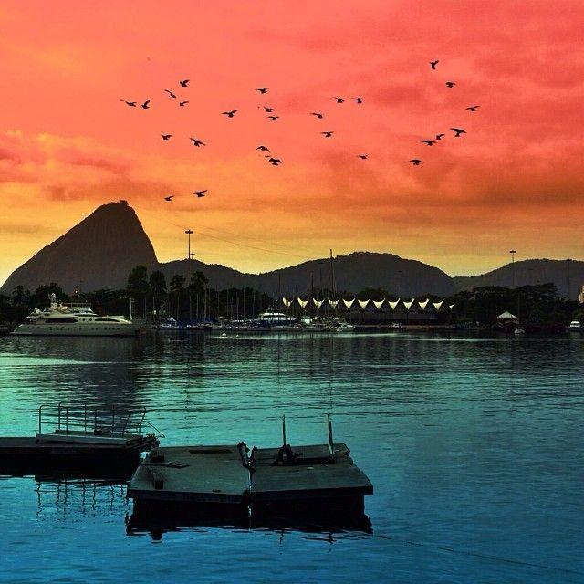 A paisagem do Pão de Açúcar apresenta belas imagens como no fim da tarde do Rio de Janeiro. Vale a pena visitar! Foto: @claudiorosanes.
