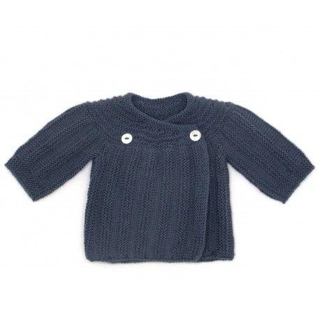 brassière de naissance anthracite tricotée à la main par nos mamies françaises en laine mérinos : brassière en laine cache-coeur pour une tenue chaude et chic.