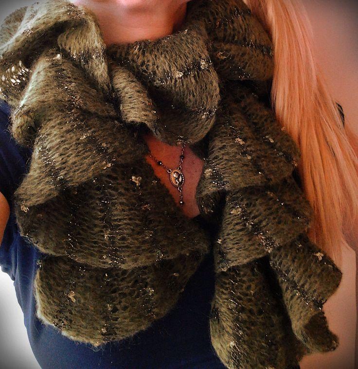 Neck warmer scarf/wool mohair snake/Sciarpa /scalda collo boa lana mohair/ Ruffle women scarf/ sciarpa donna con volant/Knitting neck warm di Athiss su Etsy