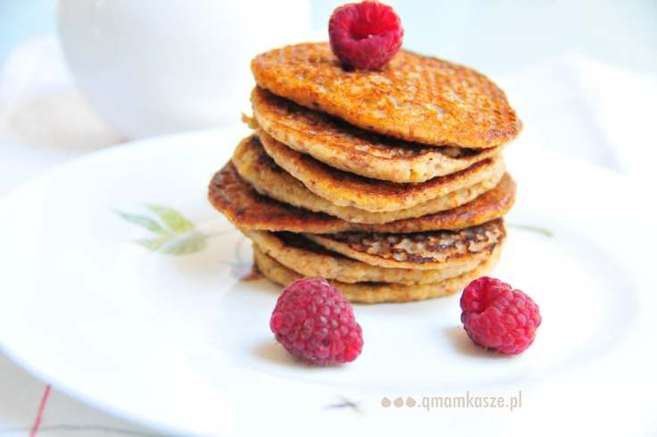 Oatmeal pancakes with almonds & raspberries