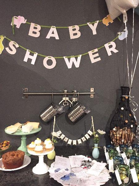 A principio de año cuando esperaba a Cristobal, mis amigas me sorprendieron con un Baby Shower muy especial y muy diferente: una noche de pintura entre amigas para celebrar mi bebé en camino.