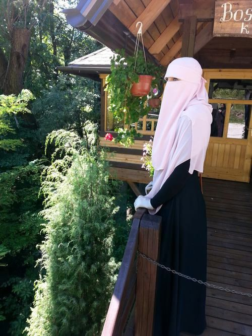 Enjoying the Outdoors in Pale Pink Niqab