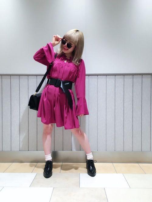 珍しくビビッドカラーなおピンク〜💖💖 ブログ用に撮った なりきり写真がお気に入り😎💖💜