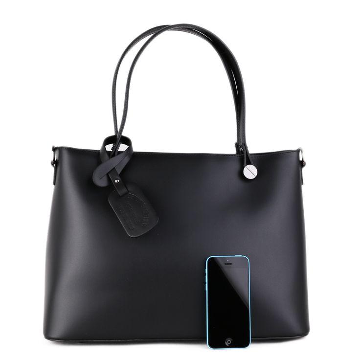 Kožená kabelka Talianska. MARITA Z pravej kože.  dĺžka: 38 cm, výška: 26,5 cm, výška s rúčkou: 48 cm, hrúbka: 16 cm A4: pomestí, počet komôr: 2x, predelené vrecko na zips, vrecko na zips: 1x, otvorené vrecko na mobil alebo dokumenty: 2x podšívka: áno, Vonkajšie prostredie: ramienko dlhé: 124 cm (odopínateľné, regulovateľné) vrecko na zips: 1x prívesok na kabelke je možné odopnúť