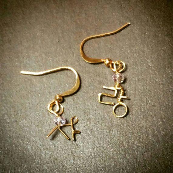 LOVE earrings in Korean Hangul! ♥ https://www.etsy.com/listing/214746137/sa-ranglove-earrings-in-korean-letter