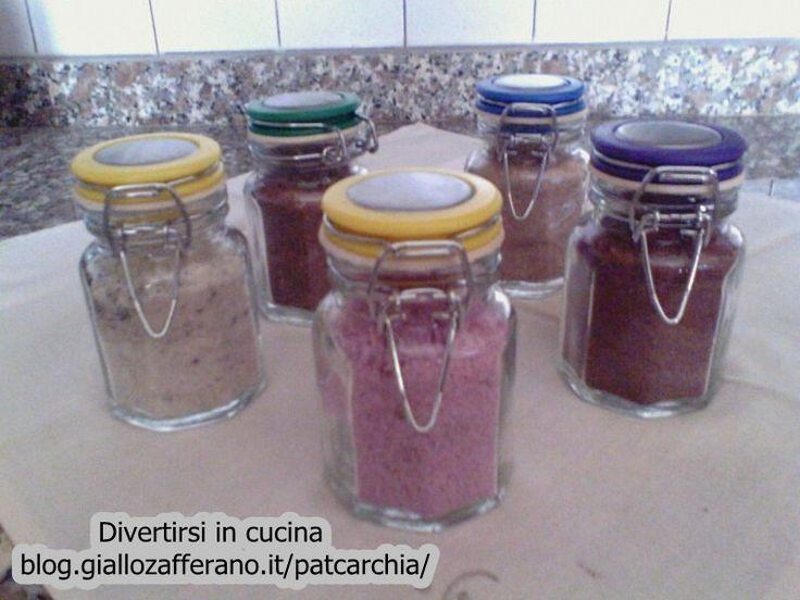 Per preparare degli originali segnaposto provate a preparare lo zucchero aromatizzato. E' semplice, veloce ed economico. Ottimo nel caffè, the e tisane.