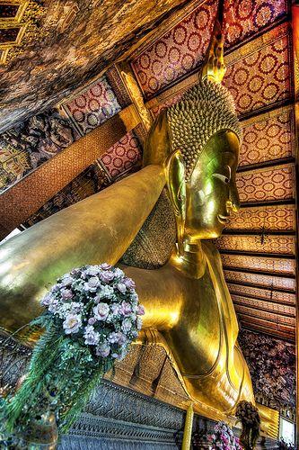 Reclining Buddha - Wat Pho - Bangkok, Thailand