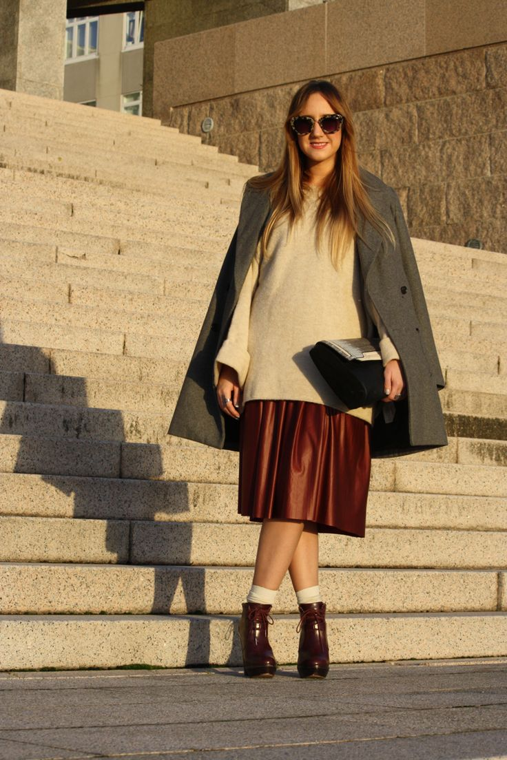 Oversize Sweater and midi skirt