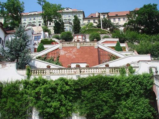 Jardins baroques sous le château : le jardin Ledeburg (Ledeburská Zahrada).  © www.botany.cz