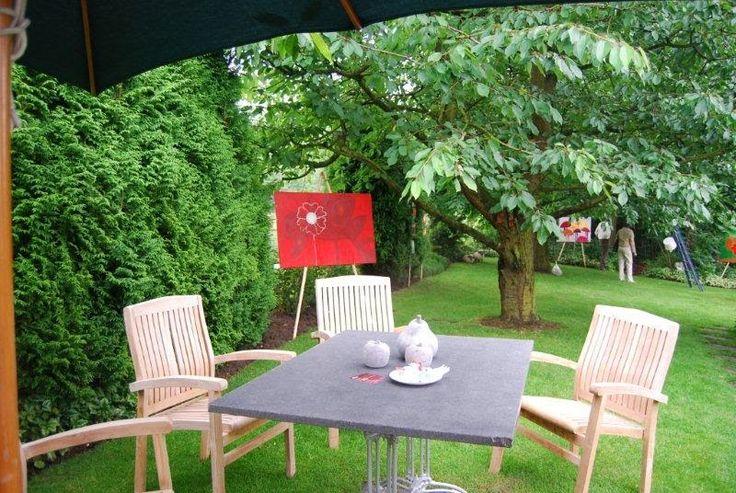 Kom binnen in de Kunstgalerie van Marl.Decoratieve schilderijen: Expo van Marl's  fruitschilderijen