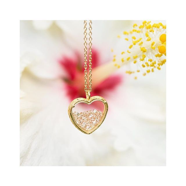 """Today Only via ABC-TV's """"Good Morning, America"""": our large shaker hearts are available only at www.gma-Catherineweitzman.com Happy to be a part of @goodmorningamerica #dealsandsteals (with @toryjohnson #heart#valentinesgift#crystal#flower#botanical#necklace#nature#natureinspired#gift#delicate#gma#jewelry#jewellery#handmade#hawaii#artisan#nyc#catherineweitzman"""