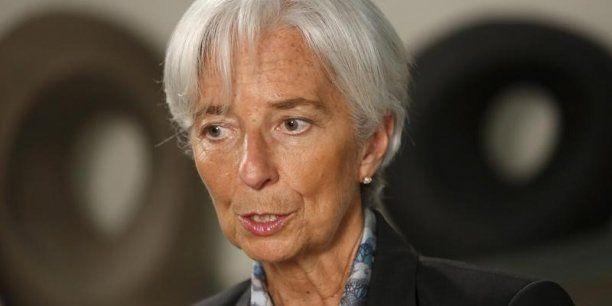 La directrice du FMI juge que le ralentissement économique chinois et la perspective d'une hausse des taux d'intérêts américains font peser de lourdes attentes chez les investisseurs. La baisse du commerce mondial et la chute des cours des matières premières pourrait conduire le FMI à réviser à la baisse ses perspectives de croissance mondiale.