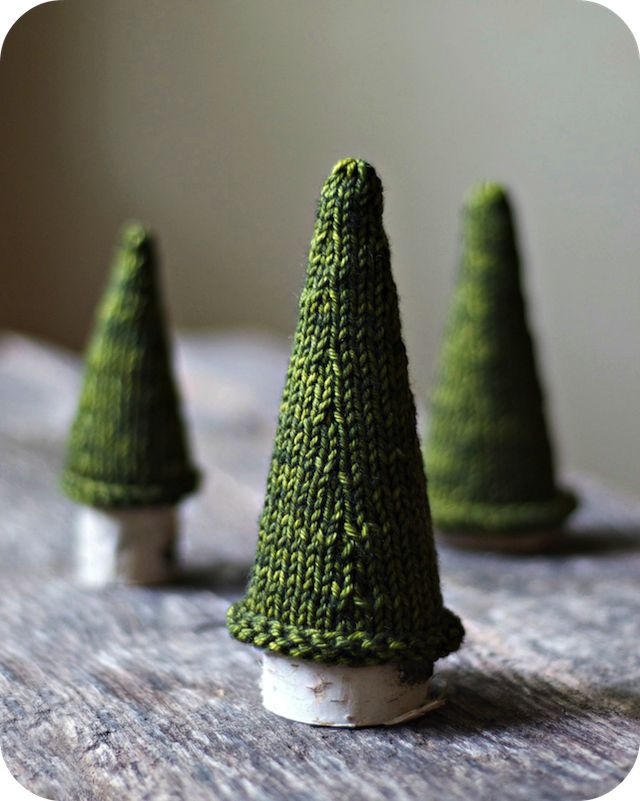adorable knit trees for the coffee table with wine cork