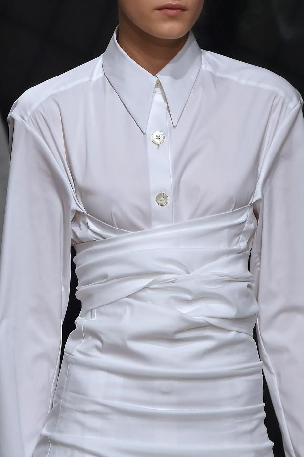 White Shirt Reinvented - chic fashion details // Jil Sander Fall 2016