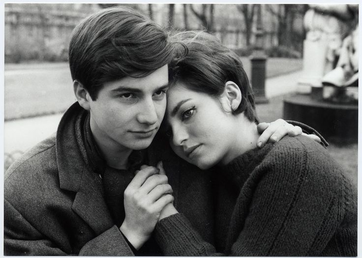 Jean-Pierre Léaud y Marie-France Pisier (Antoine et Colette). This 1962 short film continues the story of Antoine who we first met in Francois Truffaut's first film, The 400 Blows, this time telling the story of Antoine falling in love for the first time, with Colette