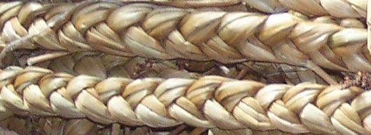 Flad fletning. Spunden fletning. Gives en smugle runding, snoning under fletningen = får et særligt præg, og bliver mere hård. - anvendes alm. vis kun dekorativt, som afslutning på et flettearbejde - hank og lign.