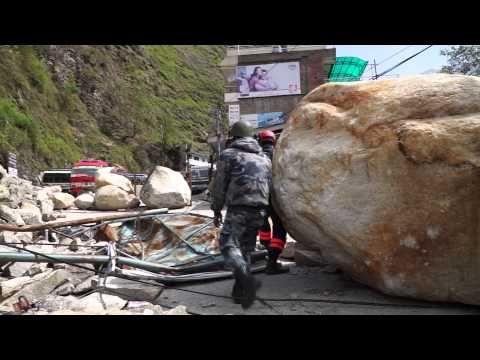 ▶ 20150502 ネパール地震・PWJ救助犬チーム捜索5日目 - YouTube