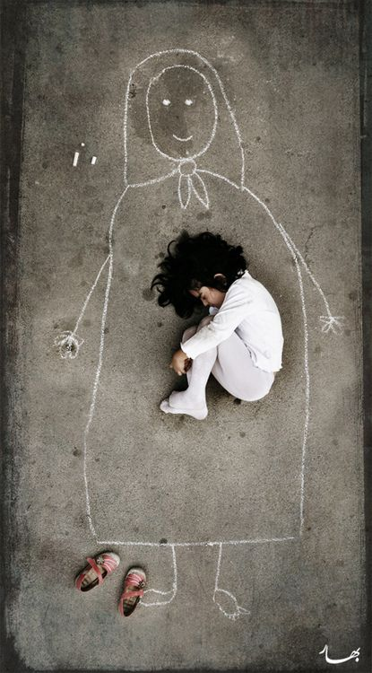 ☺ This photo was taken in an orphanage in Iraq. The little girl has never seen her mother, so she drew this figure on the ground and fell asleep
