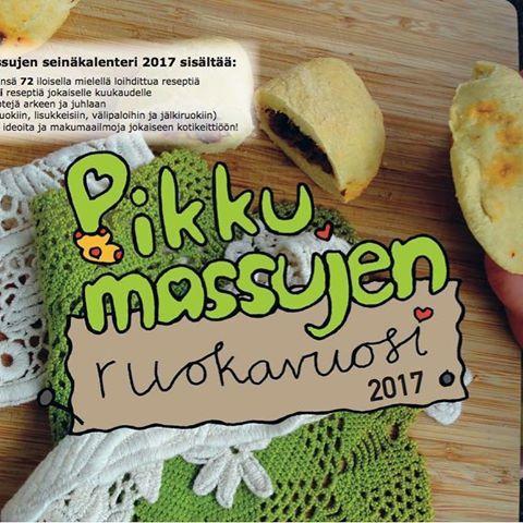 Pikkumassujen ruokavuosi -seinäkalenteri vuodelle 2017. Iloisin kuvin kuvitetusta kalenterista löydät nimipäivien ja juhlapyhien lisäksi 72 monenlaisille herkuttelijoille sopivaa reseptiä.