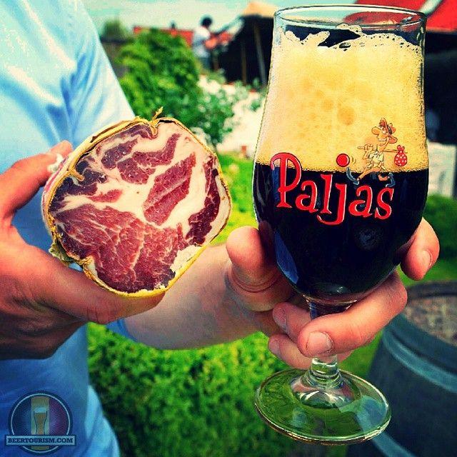 Rather dry with impressions of caramel and coffee from the roasted malt, this Paljas Bruin, member of the family along with Paljas Blond, IPA and Saison. Here pictured at restaurant De Kruier in Knokke-Heist at the Belgian coast. #paljasbeer #paljas #paljasbruin #brouwerijhenricus #knokkeheist #dekruier #oldbelgium #beerstronomy #beertourism #brewedinbelgium #belgium #beer #bier #belgianbeerculture #beertography #lovebeer #beerporn #craftbeer #belgianbeer