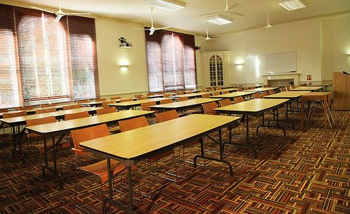 90 High Street - A first floor lecture room in the heart of the college. 90 High Street is spacious and with an abundance of natural light. Perfect for lectures and conferences. Possible Layouts: Theatre style seating up to 90 or Classroom seating up to 60 - univ.ox.ac.uk