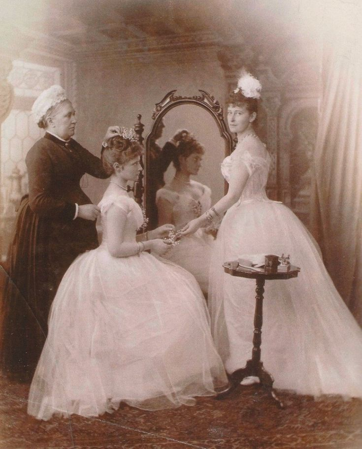 The next day, Princess Alice moved to Orthodoxy and was baptized with the name Alexandra.