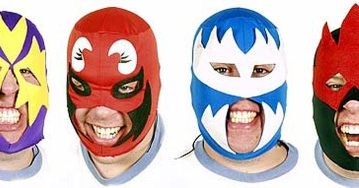 Cómo hacer una máscara de lucha libre. Además de aprender los movimientos, estar en forma y conseguir un contrato, tu personaje es una de las cosas más importantes de la WWE. Personajes como Hulk Hogan, The Undertaker y Stone Cold Steve Austin son recordados por sus historias creativas y su vestuario. Otra forma de ayudar a transmitir carácter es a través de una máscara. Luchadores ...