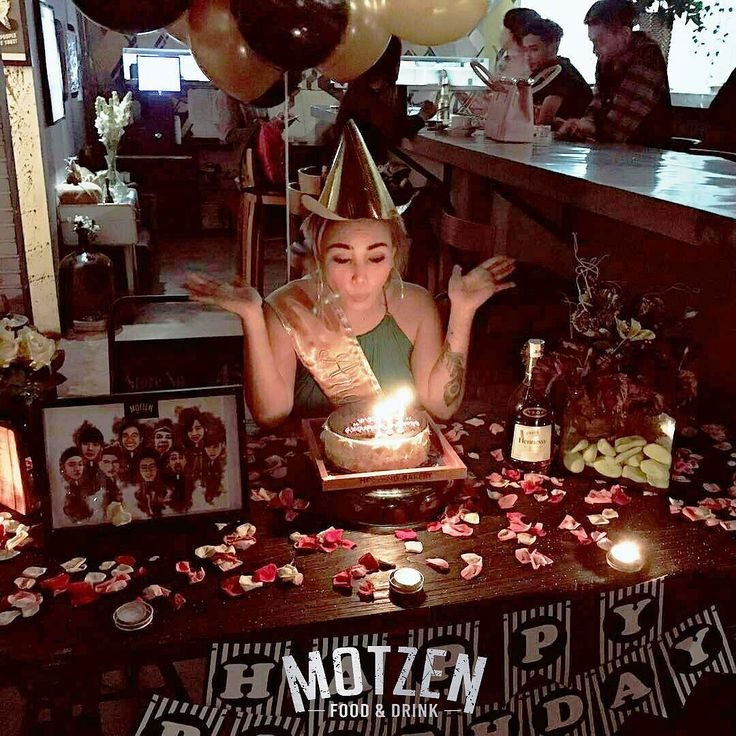 Moment : @angelparker29 birthdays party! . Motzen food & drink Jl. Gatot Subroto No. 69 Bandung . #motzenbdg #party #clubbing #bdgpartyclub #dj #diskjokey #femal #fdj #free #beer #indonesianclubbers #indoclubbing #bandung #bandungjuara #bdgevents #explorebandung #party #pioneer #party #event #house #trap #twerk #breaks #bdgtonight #pioneer #bar #club #cdj #cdj900 #mixingslime #song #jungle
