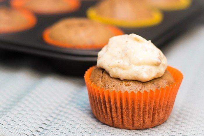 Recept: Pompoen cupcakes met pecanroom