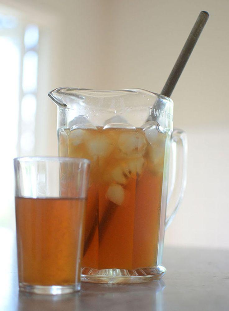 Iste, ice tea! Att göra eget iste är enkelt och blir så gott. Lite vuxnare än saft och tusen resor godare än vatten. Och inte svårt är det heller. @helenalyth