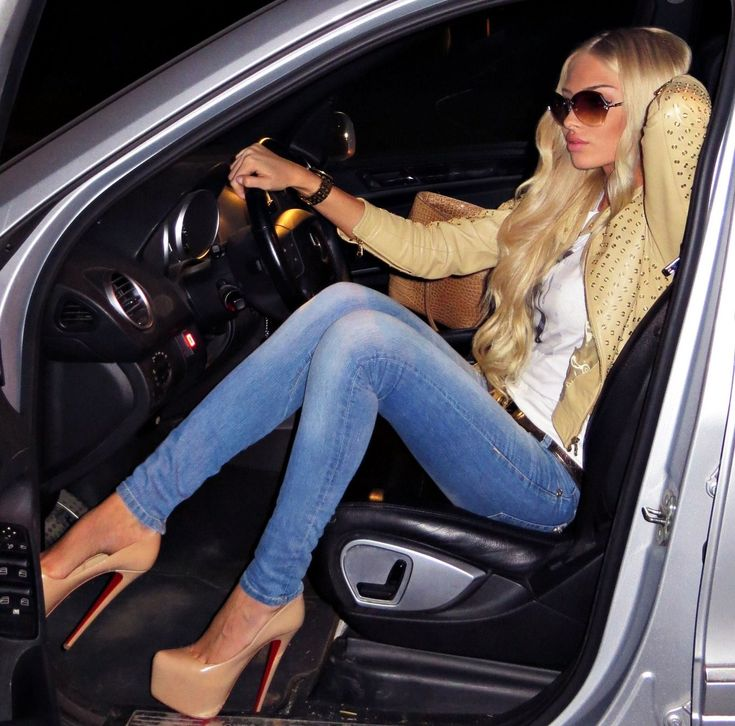 Jetset Babes with a love for expensive cars – JetsetBabe and those shoes