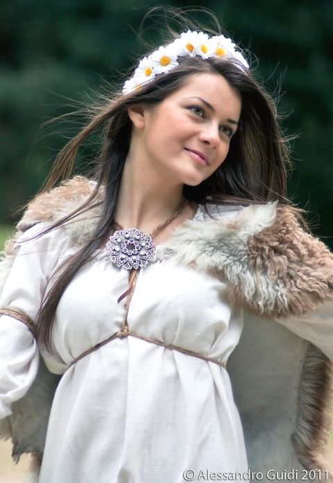 Romania pictures ~ a beautiful corner of Europe Getae-Dacians brought to life part 3 history » adina dacian women dacians femeie daca dacica romanian girl