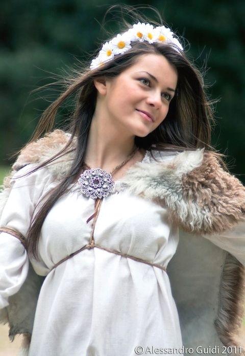 Romania pictures ~ a beautiful corner of Europe Getae-Dacians brought to life part 3 history » adina dacian women dacians femeie daca dacica romanian girl