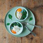 Eieren en cocotte met spinazie en gerookte zalm