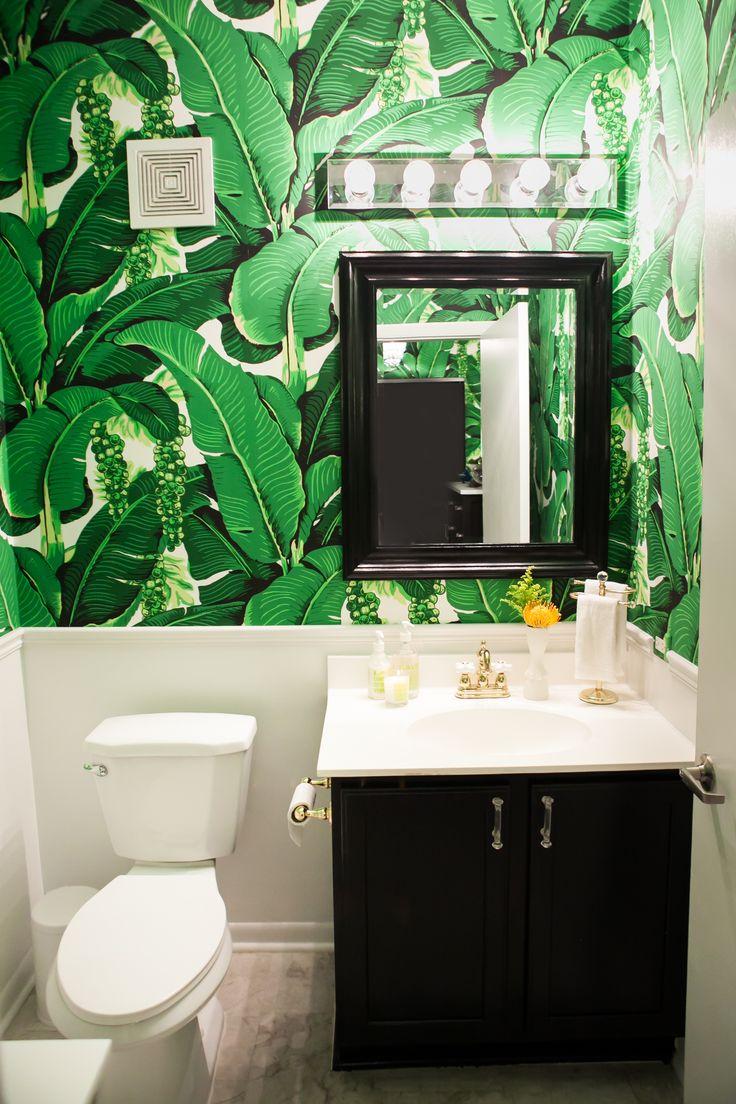 Amelia Canham Eaton's Chicago Apartment // bathroom // banana leaf wallpaper // Photography by Jennifer Kathryn Photography
