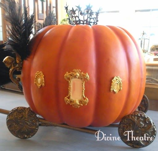 Divine Theatre: Raven-Drawn Carriage Pumpkin Carriage