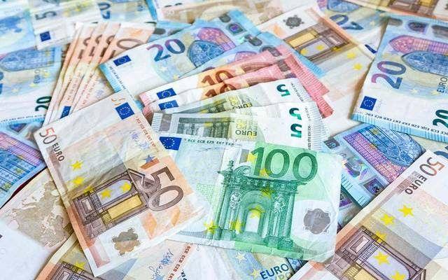 مباشر تراجع اليورو أمام الدولار لأدنىمستوىفي 4أشهرخلال تعاملات