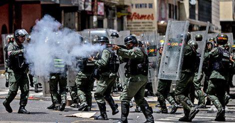 В столице Венесуэлы на улицы вышли сотни требующих еды демонстрантов  http://lnk.al/11EF  В центре Каракаса — столице Венесуэлы — произошел протест, во время которого сотни людей кричали «Мы хотим еды!». Правоохранительные органы применили слезоточивый газ…  #Венесуэлa #Каракас #протест #бунт  #MyInforms