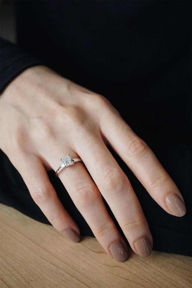 Elegant Solitare, the perfect engagement ring