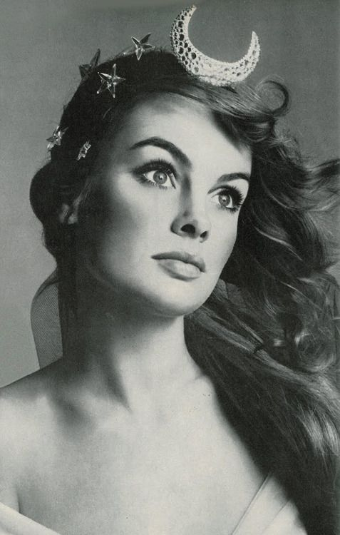 Jean Shrimpton by Richard Avedon, 1968.