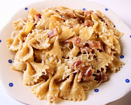 Garlic Chicken FarfalleFarfalle Recipe, Chicken Farfale, Food, Crockpot Chicken Pasta, Chicken Pasta Crockpot Recipe, Best Pasta Recipe, Chicken Farfalle, Garlic Chicken Pasta, Chicken Breast
