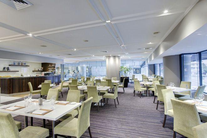 Follow #Sydney #MeetingsCarnivale @AccorhotelsAPAC @PullmanSydneyHydePark venue transformation! Step 1) take this fabulous restaurant by day...