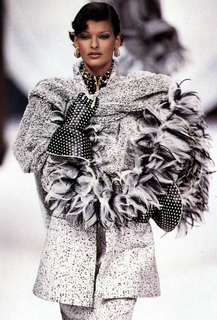 Linda evangelista christian dior haute couture linda for Define couture fashion