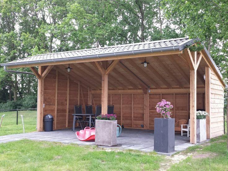Douglas overkapping met Ruukki stalen dakpanplaten, maatwerk voor de klant.
