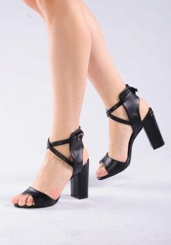 Bilekten Bağlı Siyah Sandalet   #moda #modavapuru #fashion #style #stil #chic #heels #shoes #ayakkabi #shoelovers #highheels #womensfashion #sandals #sandal #sandalet #stiletto #black #siyah #casual #ootd #topukluayakkabı #topukluayakkabi