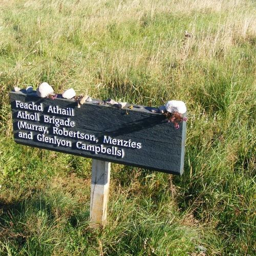 Among those clans who fought with the Prince at Culloden were: Cameron, Chisholm, Drummond, Farquharson, Ferguson, Fraser, Gordon, Grant, Innes, MacDonald, MacDonell, MacGillvray, MacGregor, MacInnes, MacIntyre, Mackenzie, MacKinnon, MacKintosh, MacLachlan, MacLeod or Raasay, MacPherson, Menzies, Murray, Ogilvy, Robertson, and Stewart of Appin.