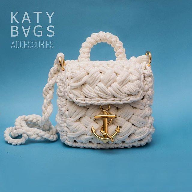 """WEBSTA @ katy_bags_spb - Все началось с маленькой сумочки """"Увези меня на юга"""". Я не поленилась ее отметить  #увези_меня_на_юга К этому сезону ее версия подкачалась, подросла и обзавелась ⚓️ По моим ощущениям именно такой должен быть отпуск: яркий, веселый, морской, слегка вычурный и запоминающийся  и конечно с сумочкой от Katy Bags✌️#вязанаясумка #вяжем #вяжемкрючком #сумочка #рюкзачок #katy_bags #лето #море #пляж  p.s. На эту сумочку у меня есть мастер-класс. #схема_katy Ты вяжешь -..."""