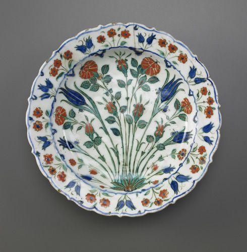 Dish  circa 1560-1580      Ottoman period    Stone-paste painted under glaze  H: 6.4 W: 30.5 cm  Iznik, Turkey