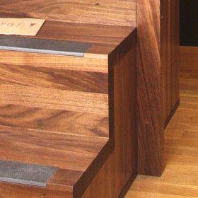 detail dřevěného schodiště